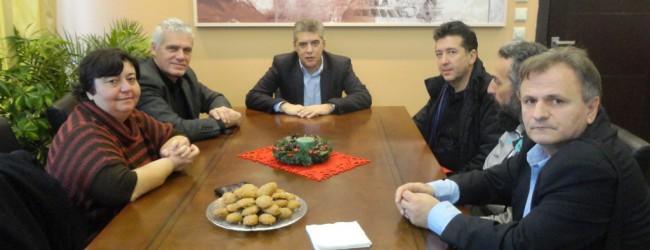 Φαρσοκωμωδία η επίσκεψη Τσιρώνη – «Προσάρτησε στη Λάρισα το… Στεφανοβίκειο και  «έστησε» τον Αγοραστό