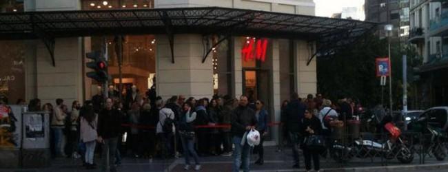 Ποδοπατήθηκαν στα H&M για ένα Balmain