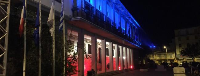 Στα χρώματα της Γαλλίας το Δημαρχείο Βόλου (photos)