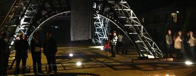 Σιωπηρή εκδήλωση πένθους στον Πύργο του Άιφελ στα Φιλιατρά