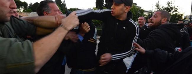 Εισαγγελέας και ΕΛΑΣ ψάχνουν τους Χρυσαυγίτες για την επίθεση στον Κουμουτσάκο