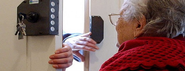 Λήστεψαν 77χρονη στον Τύρναβο