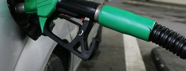 To πετρέλαιο καταρρέει αλλά εμείς πληρώνουμε βενζίνη σε τιμές… Αγγλίας!