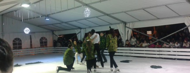 FROZEN :  Η αγαπημένη ταινία της Disney σε μεταφορά της για χορό στον πάγο,   στο παγοδρόμιο του χωριού του Αη Βασίλη στο Βόλο.