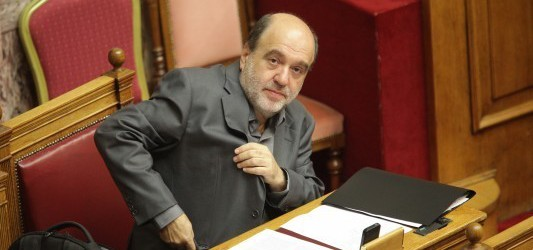 Αλεξιάδης: Το αφορολόγητο θα χτίζεται αποκλειστικά μέσω κάρτας ή τράπεζας