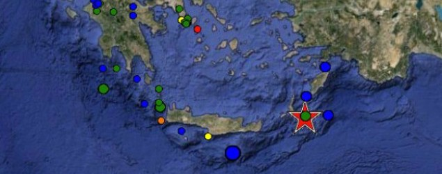 Σεισμός στην Κάρπαθο: Βγήκαν απ' τα σπίτια τους οι κάτοικοι