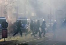 Χάος στη Λειψία – Δεκάδες τραυματίες, ανάμεσά τους 50 αστυνομικοί (photos)