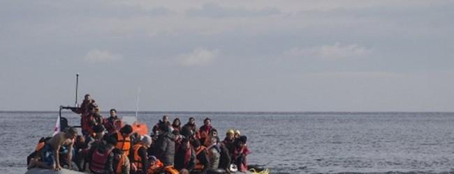 Σκάφος με περίπου 300 μετανάστες προσάραξε στη Λέρο