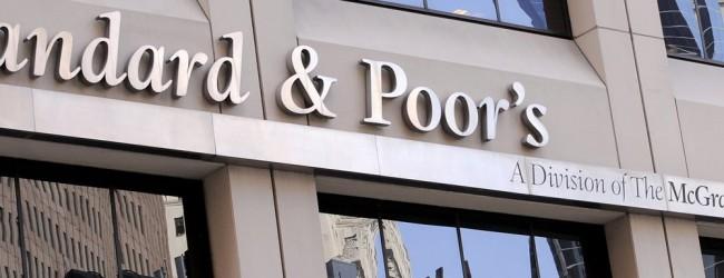 Standard & Poor's: Κίνδυνος στάσης πληρωμών από την Ελλάδα και το 2016