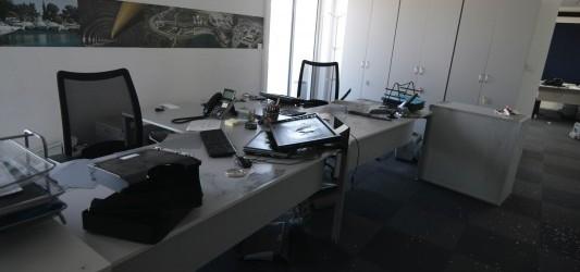 Εισβολή μελών του Ρουβίκωνα με βαριοπούλες στα γραφεία του Τειρεσία