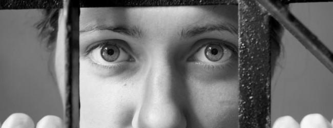 Εξαρθρώθηκε κύκλωμα τράφικινγκ: Ο «αρχηγός» βίαζε τα κορίτσια για να μην αντιστέκονται