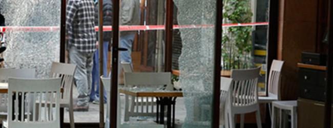 Βίντεο-σοκ: Η στιγμή που άγνωστος γαζώνει θαμώνες σε καφέ του Τελ Αβίβ