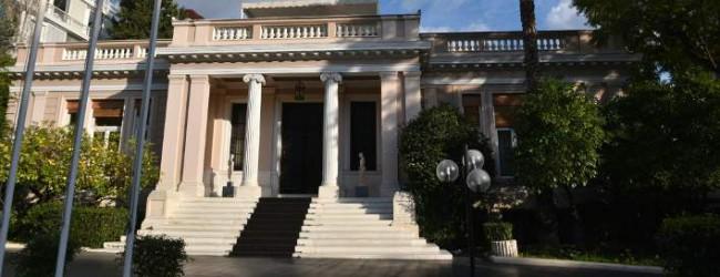 Ο κίνδυνος για νέα μέτρα βάζει στο τράπεζι το σενάριο των εκλογών