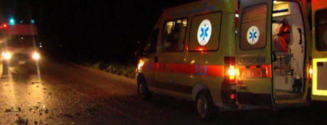 Σοβαρό τροχαίο έξω από τη Λάρισα – Εγκλωβισμός οδηγού και τέσσερις τραυματίες