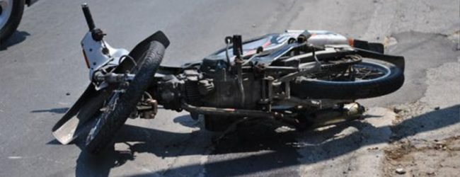 Ηλικιωμένος οδηγός μπήκε ανάποδα στη Λαρίσης και συγκρούστηκε με μοτοσυκλέτα
