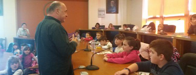 Στο Δημαρχείο μαθητές του 5ου Δημοτικού σχολείου Ν. Ιωνίας