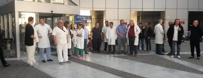 Νοσοκομείο Βόλου: Με διάλυση απειλούνται ολόκληρα τμήματα, αν αποχωρήσουν οι επικουρικοί γιατροί