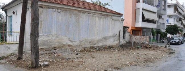 Στην «παράγκα» της αντιπολίτευσης εξελίσσεται το κατεδαφισμένο κτίσμα στη Νεα Ιωνία! – Κορόιδευαν τον κόσμο από το 2002!!!