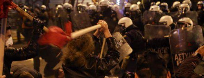Ενταση και χημικά στα συλλαλητήρια κατά Ομπάμα (photos & vid)