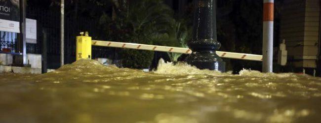 Σοβαρά προβλήματα από τη βροχή στην Αττική -Πλημμύρες και εγκλωβισμοί σε ΙΧ (photos)