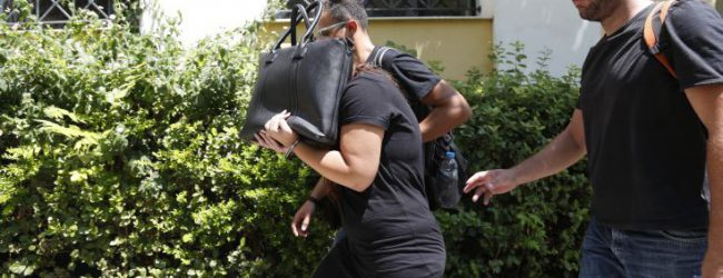 Η φόνισσα του Κορωπίου παίρνει στη φυλακή τα παιδιά της