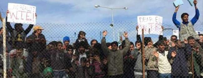 Εκρηκτική η κατάσταση στη Μόρια: Μεγάλη πορεία προσφύγων -Αγνωστοι βανδάλισαν το νεκροταφείο