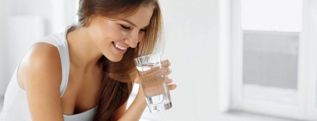 Πέντε πράγματα που θα σου συμβούν αν πίνεις ένα ποτήρι νερό αμέσως μόλις ξυπνάς