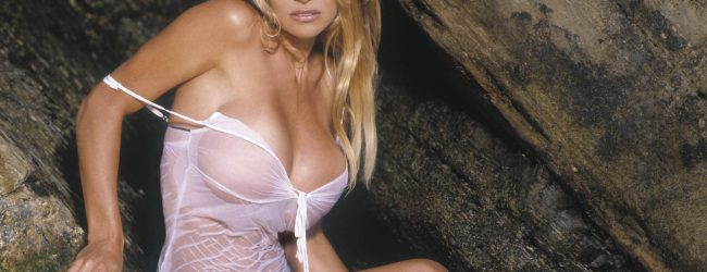 Η Pamela Anderson στα 49 της έχει αυτό το κορμί (photo)