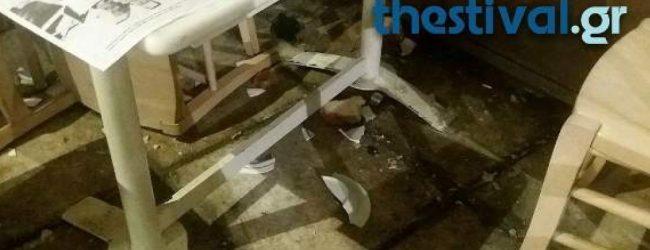 Επιτέθηκαν στον Αρτέμη Σώρρα στη Θεσσαλονίκη – Του πέταξαν καρέκλες (photos)