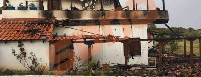 Το καμένο σπίτι του Γιώργου Μπίκα (photo)