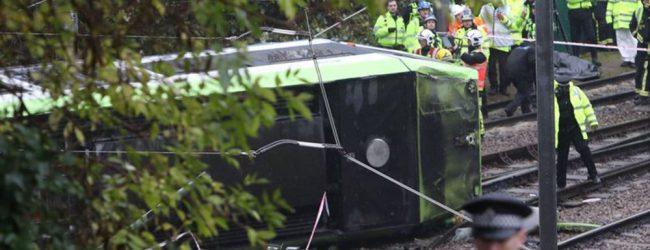 Βρετανία: Πέντε νεκροί από την ανατροπή τραμ στο Λονδίνο