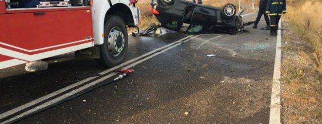 Τροχαίο ατύχημα με εγκλωβισμένο οδηγό στη Λάρισα