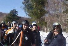 Γέλασαν και τα…χιόνια! – Ο Καλτσογιάννης «κρεμασμένος» επί δίωρο στο χαλασμένο lift του Χιονοδρομικού