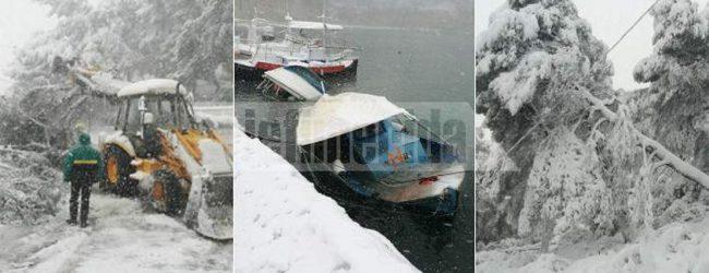 Η Αλόννησος εκπέμπει SOS: 1,5 μέτρο χιόνι, περιοχές χωρίς ρεύμα και νερό -Ο χιονιάς βύθισε βάρκες (photos)