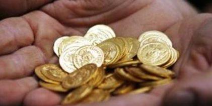 Οι Έλληνες βγάζουν λίρες από το στρώμα για να πληρώσουν φόρους