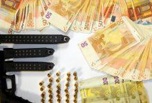 Συνελήφθησαν με όπλα και μεγάλο χρηματικό ποσό στη Λάρισα