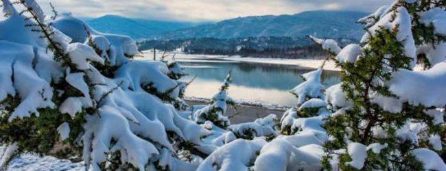 Η καταπληκτική φωτoγραφία της χιονισμένης Λίμνης Πλαστήρα που έγινε viral