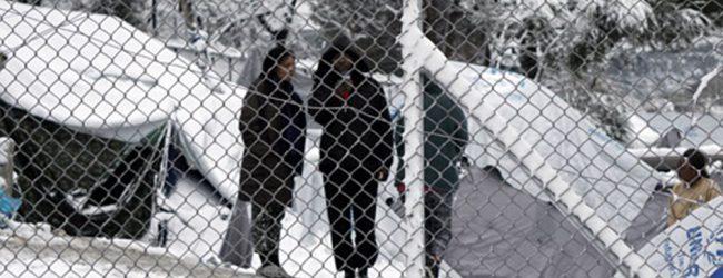 Διασύρεται διεθνώς η Ελλάδα για τους παγωμένους πρόσφυγες