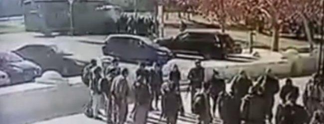 Σοκαριστικό βίντεο – Η στιγμή που το φορτηγό πέφτει στους στρατιώτες στην Ιερουσαλήμ