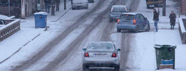 Τι πρέπει να κάνουν οδηγοί και πεζοί όταν υπάρχει παγετός στους δρόμους