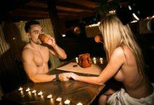 Το γυμνό εισβάλει σε εστιατόρια και καφέ (photos)