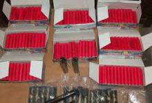Κατασχέθηκαν περισσότερα από 6.000 είδη πυροτεχνίας σε περίπτερο στον Τύρναβο