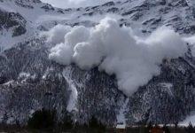 Βίντεο σοκ: Η στιγμή που χιονοστιβάδα «καταπίνει» βουνό στη Ρωσία -Εξι νεκροί