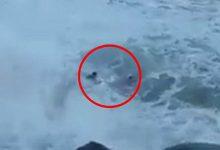 Τρομακτικτό βίντεο: Πόζαραν για σέλφι, τους «κατάπιε» το κύμα, ο ένας πέθανε!