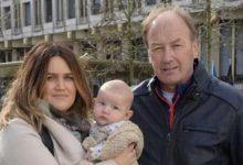 «Κρατήθηκε» ως τρομοκράτης… ένα μωρό στην αμερικανική πρεσβεία του Λονδίνου!