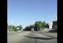Τρομακτικό βίντεο: 4χρονο κορίτσι πέφτει από βανάκι και ο οδηγός δεν αντιλαμβάνεται το παραμικρό
