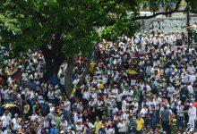 Χάος στη Βενεζουέλα: Οδομαχίες, δακρυγόνα και χιλιάδες άνθρωποι στους δρόμους
