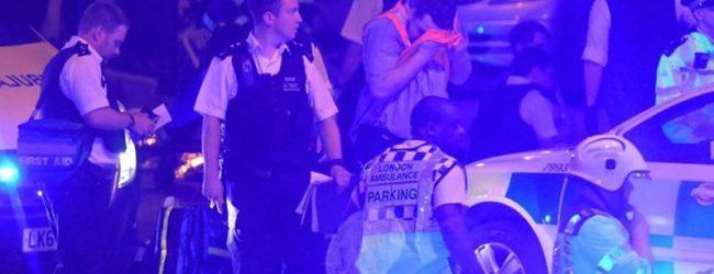 Τρόμος στο Λονδίνο: Φορτηγάκι έπεσε πάνω σε πιστούς που έβγαιναν από τζαμί