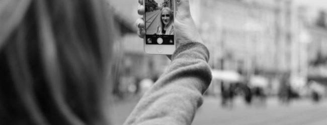 Ανησυχητική έρευνα για τις selfies – Τι λένε οι επιστήμονες