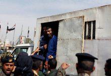 Σκληρές εικόνες: Στρατιώτης εκτελεί τον βιαστή και δολοφόνο 3χρονης στην Υεμένη (photos)